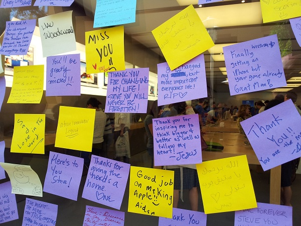 Close-up of notes to Steve Jobs, Apple Store Fashion Valley. [Joe Wilcox]