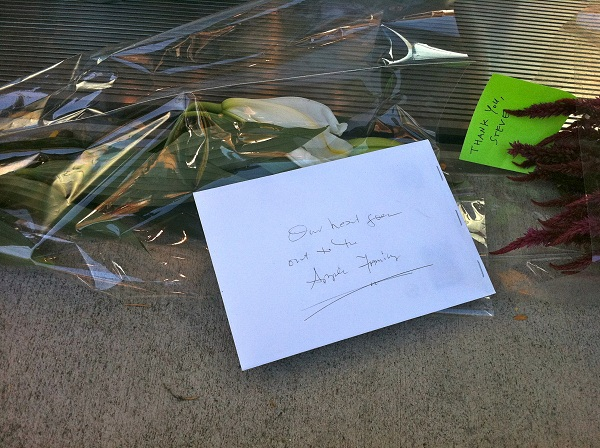 Cards express comfort to Apple employees and gratitude to Steve Jobs.   [Julio Ojeda-Zapata]
