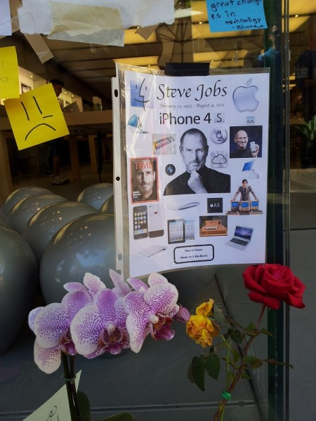 Mourners remember the products past and iPhone 4S to come, on Oct. 8, 2011. [Joe Wilcox]