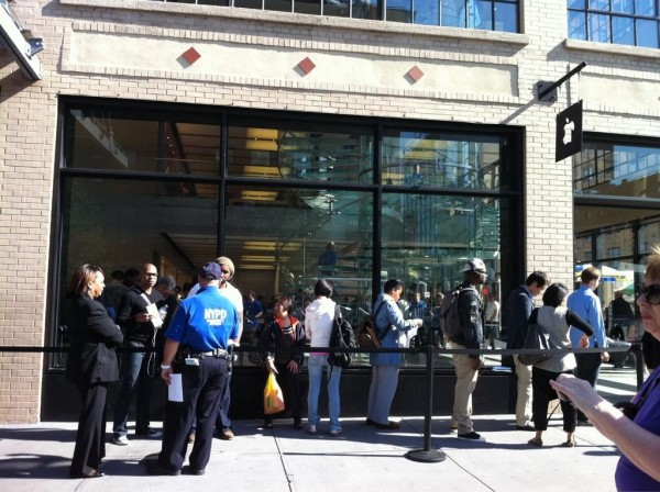 All across America,  eager customers waited in long lines to be the first batch of people to get the iPhone 5.   From the Apple store on 14th street and 9th ave, New York City.... (Photo: Hip Hop Republican)