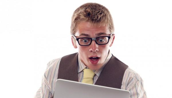 Nerd Tablet Geek Überraschung Schock Unglaube