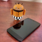 Google Nexus 5 Android action figure 2