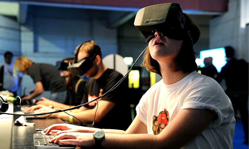 The-Oculus-Rift-headset-i-012_fullwidth