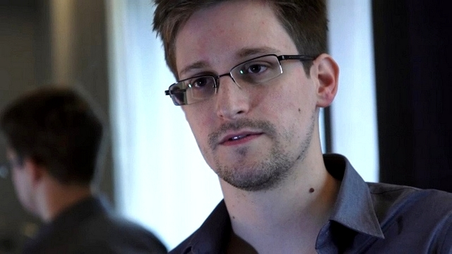 Snowden: Facebook is allowing the government to see your messages
