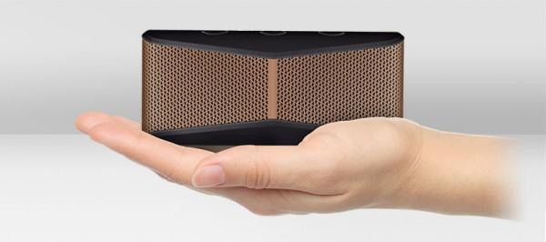 x300-mobile-wireless-stereo-speakerhand