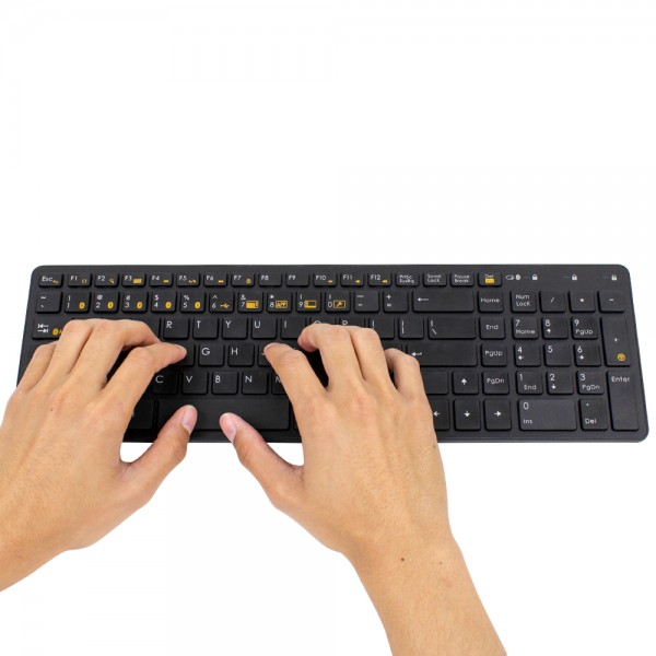 03_keyboard_black_hands