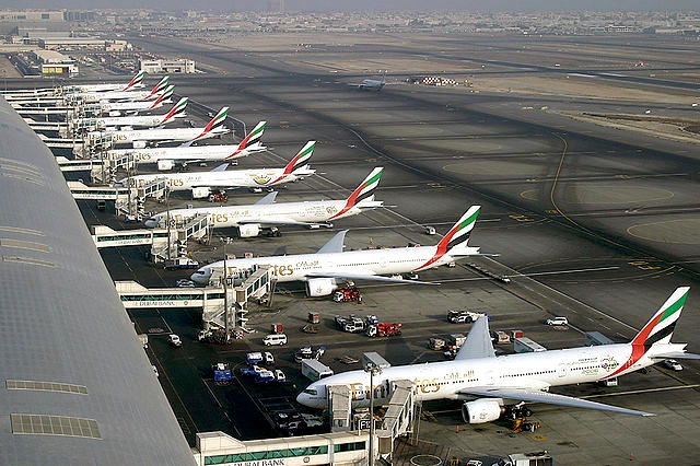 640px-Emirates_Boeing_777_fleet_at_Dubai_International_Airport_Wedelstaedt__contentfullwidth