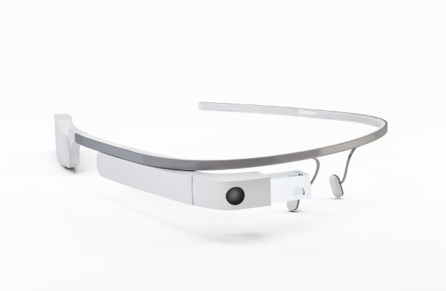 Google Glass adopted by Edinburgh Airport staff as wearables explode in popularity