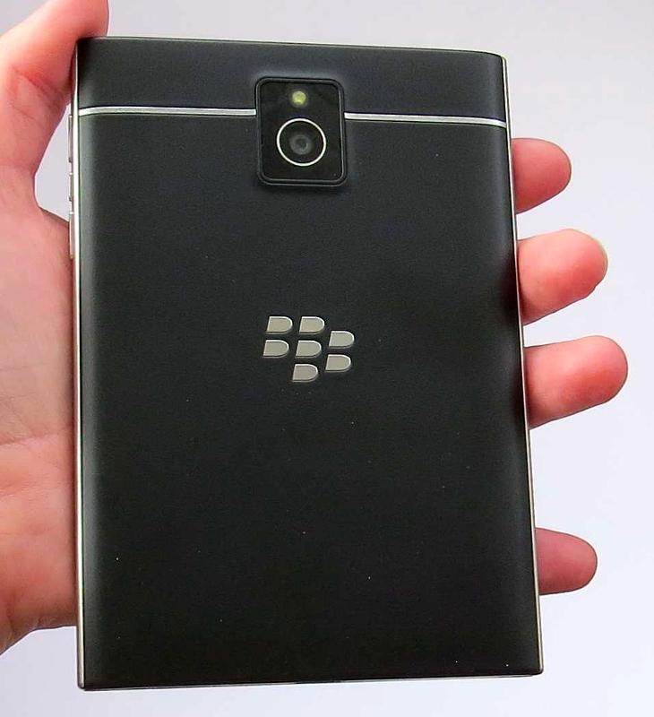 BlackBerry-Passport-rear_fullwidth