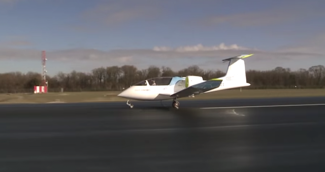 Airbus shows off its silent, electric airplane E-Fan 2.0