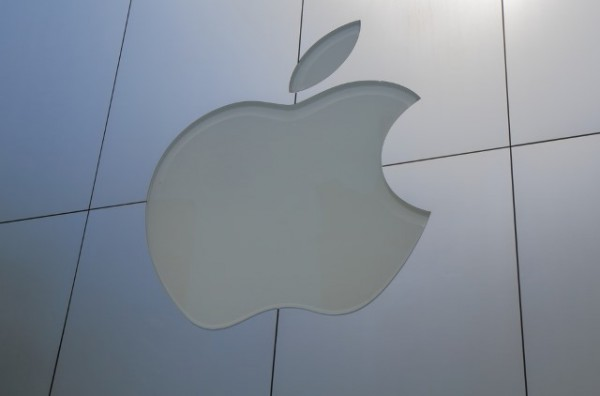 apple_logo_glass_building