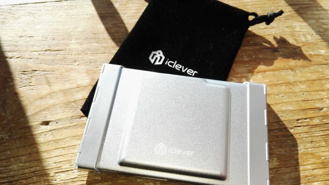 iclever_foldable_bluetooth_keyboard_closed