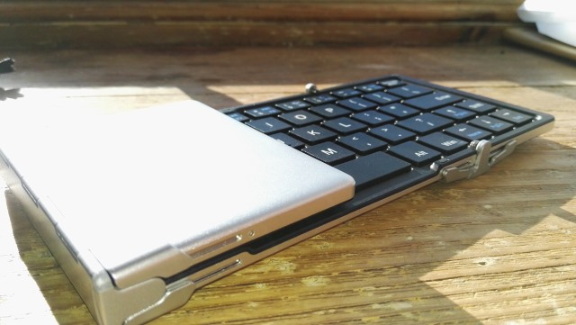iclever_foldable_bluetooth_keyboard_half_open