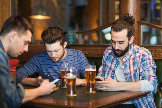 drinking_in_pub