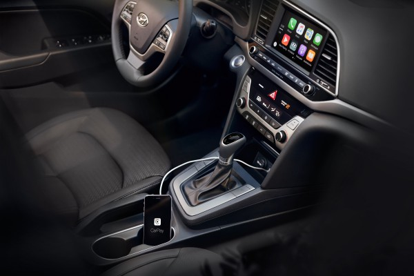 the 2017 hyundai elantra gets both apple carplay and android auto. Black Bedroom Furniture Sets. Home Design Ideas
