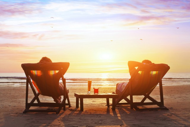 Beach Relaxing Couple Retired Sundown Sunset Cocktails