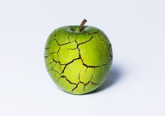 cracked_apple