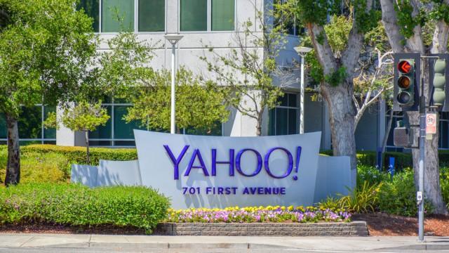 Yahoo sign logo building