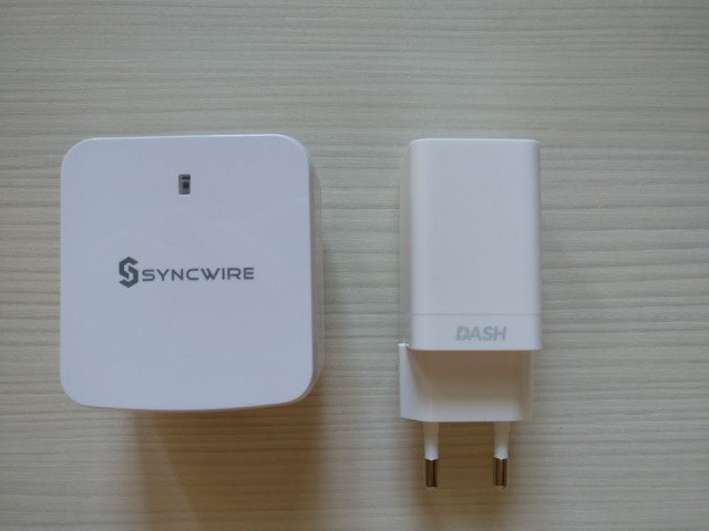 Syncwire's four-port USB charger next to OnePlus 3's Dash charger