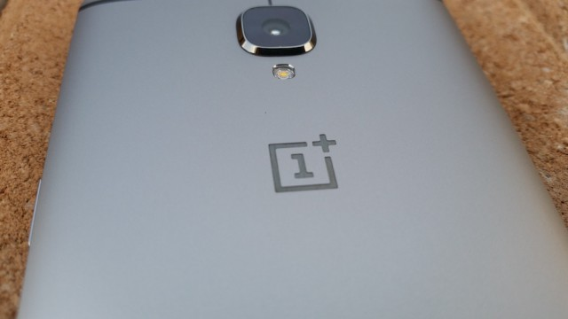 OnePlus 3 camera LED flash logo
