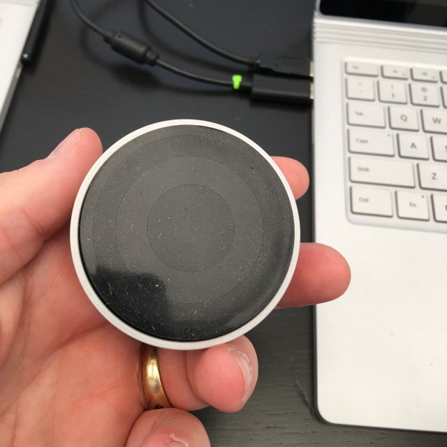 Microsoft Surface Dial hand