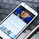 mark-zuckerberg-laptop-mobile