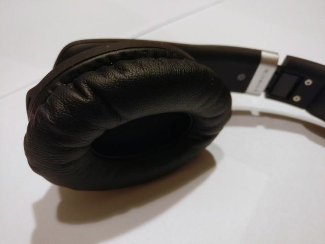 Noontec ZORO II wireless headphones inside can