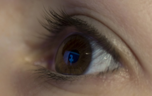facebook-eye-reflection