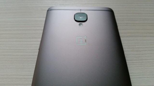 OnePlus 3T back Graphite