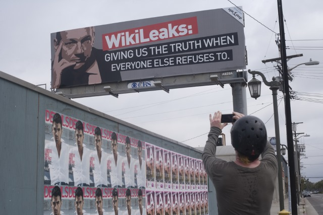 wikileaks-julian-assange-billboard