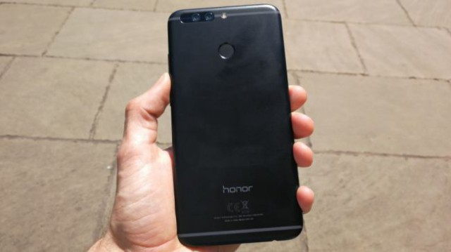 Huawei Honor 8 back fingerprint sensor