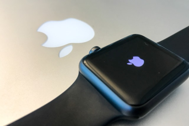 apple-watch-macbook