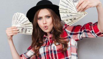 Gamer_Woman_Girl_Lady_Money_Cash