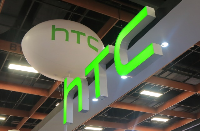 Users Outrage Over Ads on HTC 10 Keyboard App