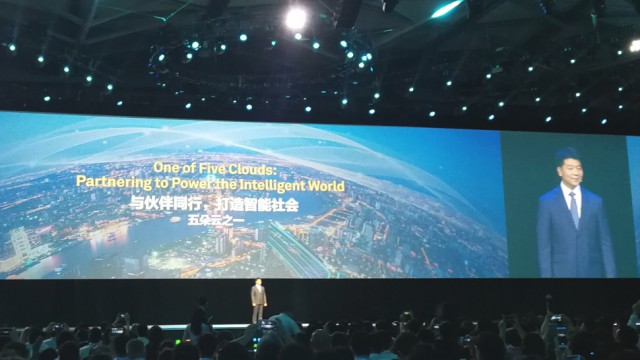 Huawei moves on building five global clouds
