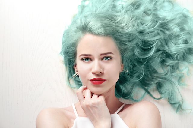 Woman_Mint_Hair