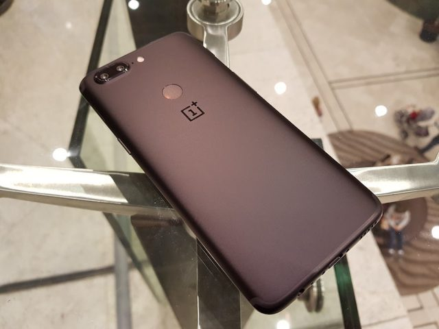 OnePlus 5T Midnight Black back
