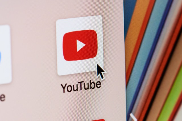 Cursor over YouTube icon