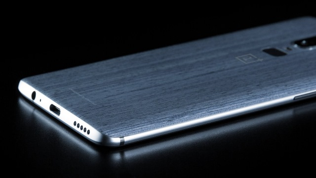 Rear of OnePlus 6