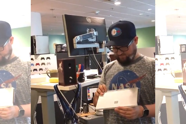 Surface Go unboxing video