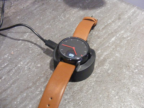 Oaxis Timepiece charging