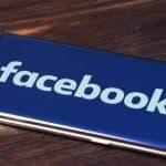 Facebook logo on Samsung phone