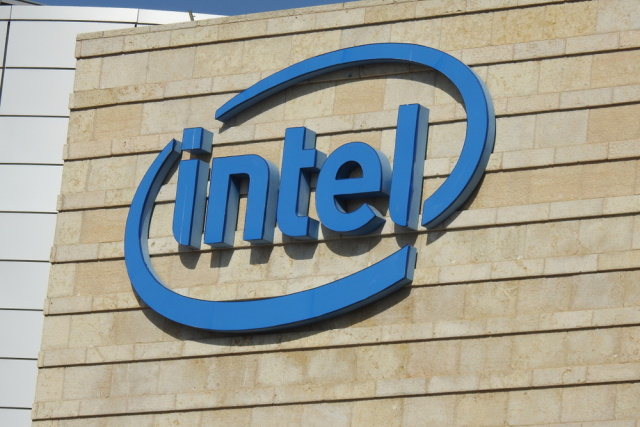 Intel apologizes to customers for continued chip shortages