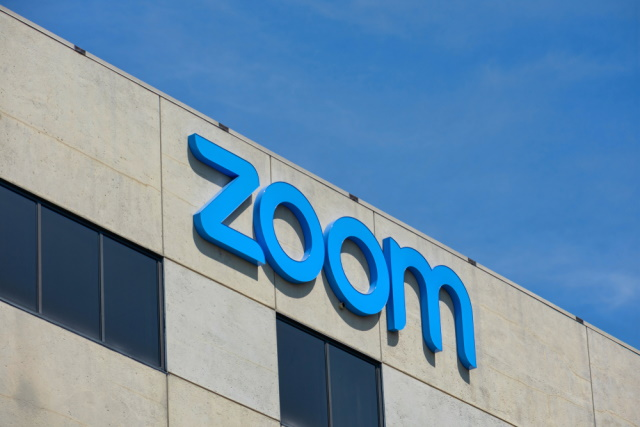 Angled Zoom logo
