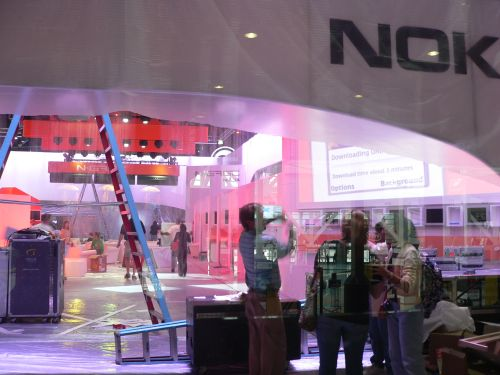 Nokia sets up its N-Gage booth for the final E3 Expo in 2006.