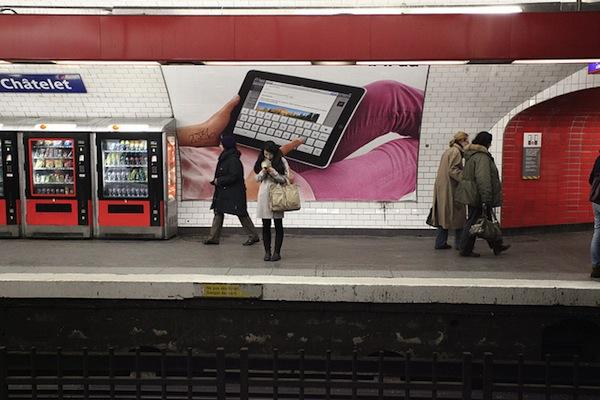iPad ad in Paris