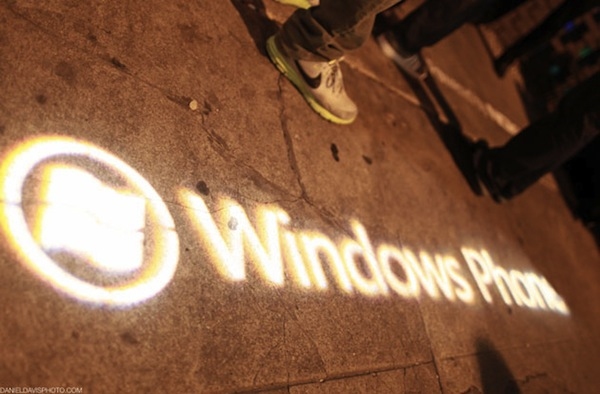Windows Phone logo street